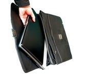 Computadora portátil en cartera fotografía de archivo