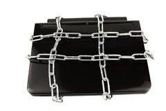 Computadora portátil en concepto de la seguridad de los encadenamientos Imagen de archivo