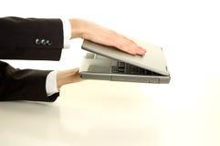 Computadora portátil en manos Fotos de archivo