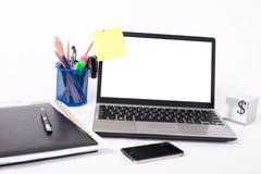 Computadora portátil en un fondo blanco foto de archivo libre de regalías