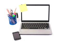 Computadora portátil en un fondo blanco Fotos de archivo