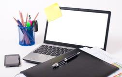 Computadora portátil en un fondo blanco Fotografía de archivo libre de regalías
