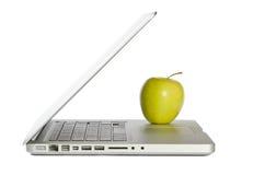 Computadora portátil moderna con la manzana foto de archivo libre de regalías