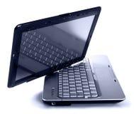 Computadora portátil moderna en el fondo blanco fotografía de archivo libre de regalías