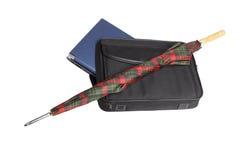 Computadora portátil, paraguas, bolso Imagenes de archivo