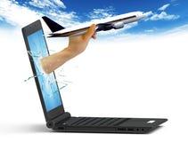 Computadora portátil y aeroplano Fotos de archivo