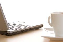 Computadora portátil y café Imagen de archivo