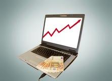 ordenador portátil y dinero Imagen de archivo libre de regalías