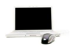 Computadora portátil y ratón, foco en ratón Imagen de archivo