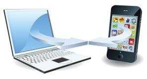 Computadora portátil y smartphone que comunican Imagen de archivo libre de regalías