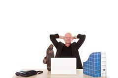 Computadora portátil acertada del hombre de negocios Fotografía de archivo