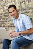 Computadora portátil adolescente Imagenes de archivo