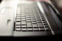 Computadora portátil del primer con el DOF bajo Fotografía de archivo libre de regalías