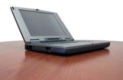 Computadora portátil en el escritorio de la cereza Fotografía de archivo