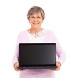 Computadora portátil mayor de la mujer Imagenes de archivo