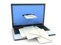 Computadora portátil y correo Imágenes de archivo libres de regalías