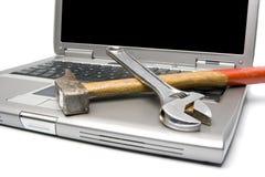 Computadora portátil y herramientas Foto de archivo