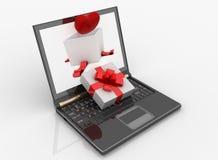 Computadora portátil y rectángulo abierto para el regalo con un corazón Imágenes de archivo libres de regalías