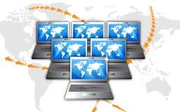 Computadoras portátiles en línea de las comunicaciones de la red libre illustration