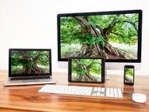 Computadores conectados Fotos de Stock Royalty Free