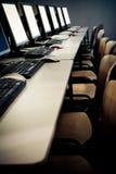 Computadores de sala de aula do computador Fotografia de Stock