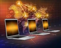 Computadores em um mapa do fundo do mundo e Fotografia de Stock