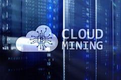 Computazione della nuvola, dati o cryptocurrency ( Bitcoin, Ethereum) estraendo nel centro dati Fondo della stanza del server fotografia stock libera da diritti