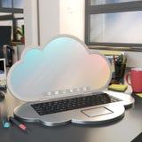 Computer als wolk in een bureau wordt gevormd dat royalty-vrije stock afbeeldingen