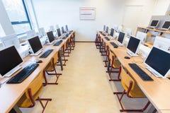Computer in aula di istruzione secondaria olandese Fotografia Stock Libera da Diritti