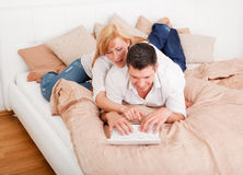 Computer bed couple Royalty Free Stock Images