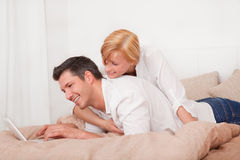 Computer bed couple Stock Photography