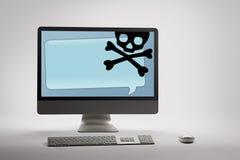 Computer che visualizza frode di Internet ed avvertimento di raggiro sullo schermo Fotografia Stock