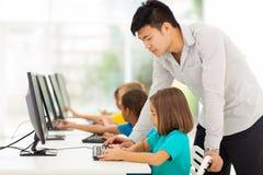 Computer d'istruzione dell'insegnante Immagini Stock