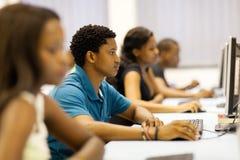 Computer degli studenti del gruppo Immagine Stock