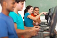 Computer del compagno di classe della ragazza Fotografia Stock Libera da Diritti
