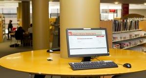 Computer delle biblioteche Immagine Stock