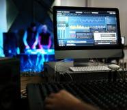 Computer die correct mixerprogramma registreren royalty-vrije stock afbeeldingen