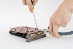 Computer die videocard herstelt. Stock Foto's