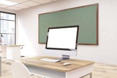 Computer e lavagna verde Fotografia Stock