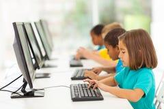 Computer elementare degli studenti Fotografie Stock Libere da Diritti