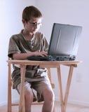 Computer-Junge stockfotografie