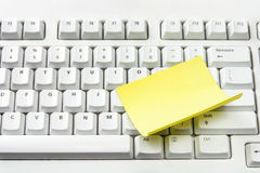 Computer Keyboard and Adhesive Note Paper Royalty Free Stock Photos