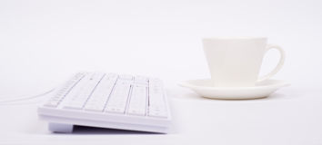 Computer keyboard and cup Royalty Free Stock Photography