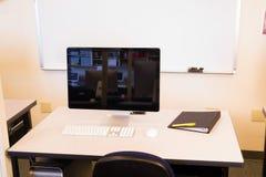 Computer-Laborcollege-Campus-Vortrag Hall Dry Erase Board Monitor lizenzfreie stockbilder