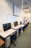 Computer-Laborcollege-Campus-Vortrag Hall Dry Erase Board Monitor lizenzfreies stockfoto