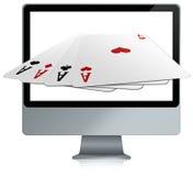 Computer met online kaartspels Stock Afbeeldingen