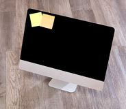Computer nell'alta definizione con la compressa ed il cellulare su un BAC di legno Fotografia Stock