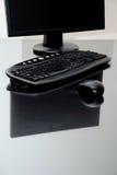 Computer op bureau stock foto