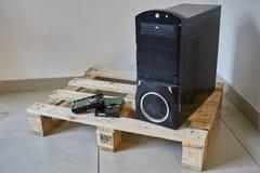 Computer op houten pallet PC Stock Foto