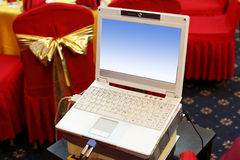 Computer portatile alla scena di cerimonia nuziale. Fotografie Stock
